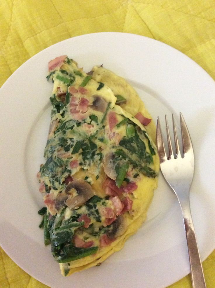 1 egg omelette with mushrooms,turkey bacon, asparagus & spinach.