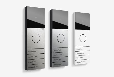 Gira System 106 je modularen komunikacijski sistem s čelnimi ploščami iz kovine v žlahtno purističnem dizajnu za povezavo z vhodnimi vrati. Njegove osnovne mere so 106,5 × 106,5 mm. Z modularno enoto Gira System 106 za vhodna vrata pokažete gostoljubnost že pred hišnimi vrati: vse enote, od modula klicnih tipk, govornega modula in modula kamere do informacijskega modula, so oblikovane v skladni celostni podobi.