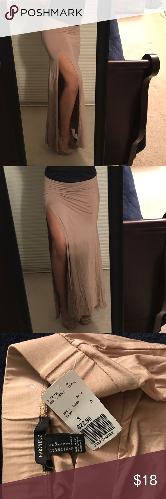 Brand new forever 21 maxi skirt with split Nude (tan) maxi skirt with split on the side , forever 21 brand new Forever 21 Skirts Maxi