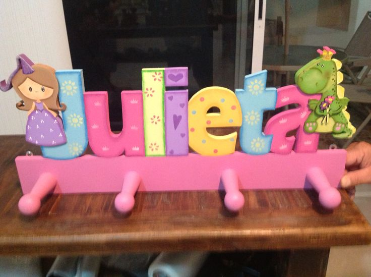 Perchero letras nombres numeros pinterest - Percheros para ninas ...