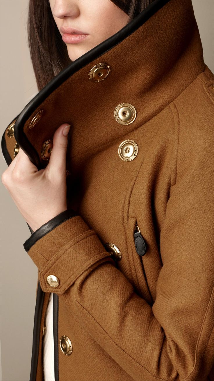Burberry jacket in black and caramel