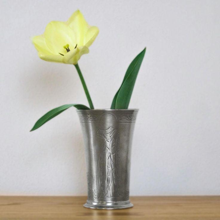 Pewter Cup - Height: 14 cm (5,5″) - Food Safe Product - #pewter #cup #tumbler #beer #flower #peltro #bicchiere #birra #zinn #becher #zinnbecher #bier #étain #etain #gobelet #timbale #peltre #tinn #олово #оловянный #drinkware #barware #accessories #decor #design #bottega #peltro #GT #italian #handmade #made #italy #artisans #craftsmanship #craftsman #primitive
