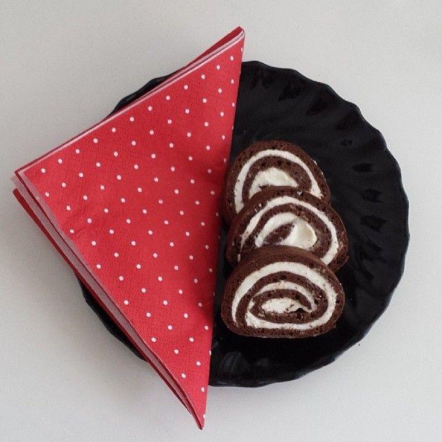 Primal: Kakaová roláda   Paleo Lifestyle Primal: Kakaová roláda   Rozcestník a scestník pro paleo jedlíky