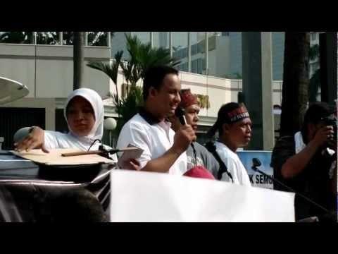 @aniesbaswedan 's speech about #saveKPK at Bundaran HI Jakarta