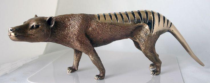 Sculpture Art Wildlife  ,Tasmanian Tiger Real Bronze Signed by Eddie Wentorf,