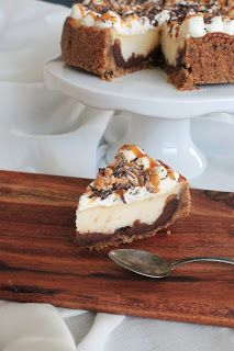 Leivontagiaa: Suolapähkinä-karamelli-suklaajuustokakku