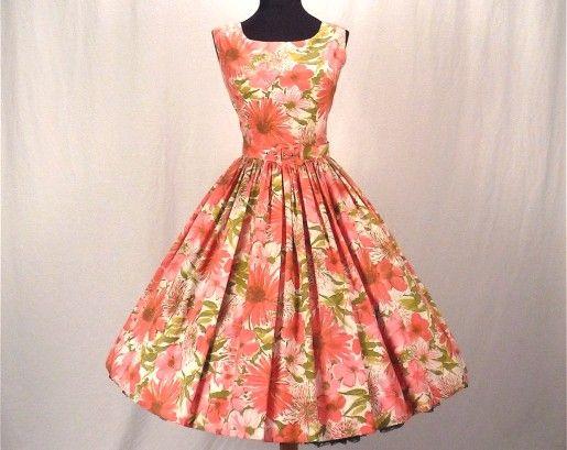 Début des années 60, les robes de princesse à la Betty Draper.