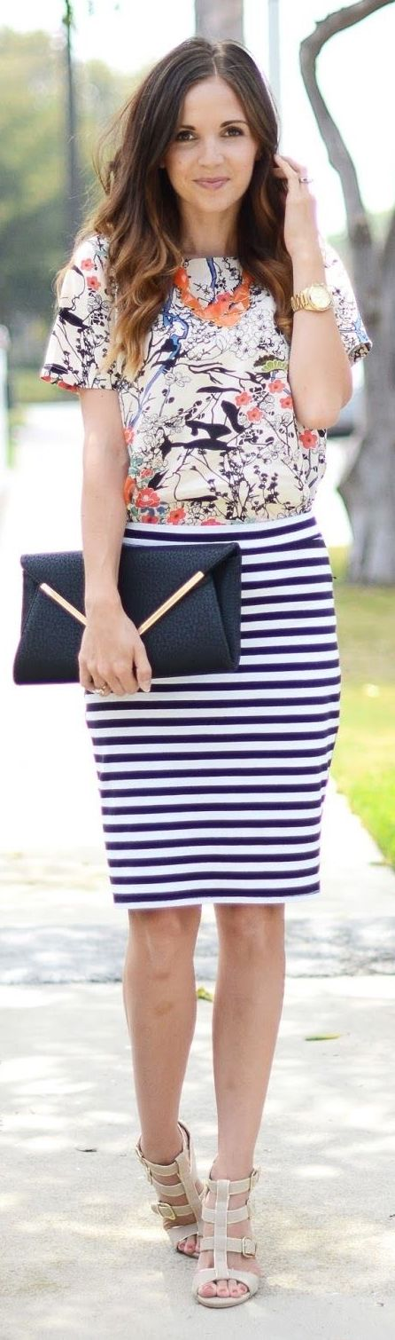 A printed pencil skirt is a great way to switch up a boring routine! Pair these with your favorite chiffon blouse, cropped sweaters or cardigans for a sophisticated work look or chic night out with the gals! Where would you wear this style?