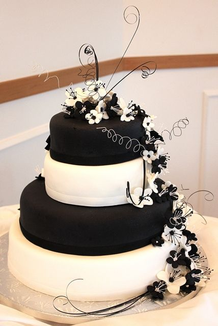 white chocolate wedding cake frosting 4 tier black and white chocolate kahlua wedding cake 27269