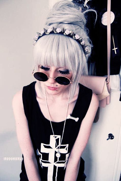 Hipster #Goth at it's finest. Her shirt, flower crown, and sunglasses <3