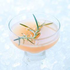 Rezept: Mexican Rosemary Punch.  Selbst gemachter Rosmarinsirup mit frisch gepresstem Grapefruitsaft, Golden Tequila und Orangenlikör. Der perfekte Fruchtsaft-Drink für Erwachsene!