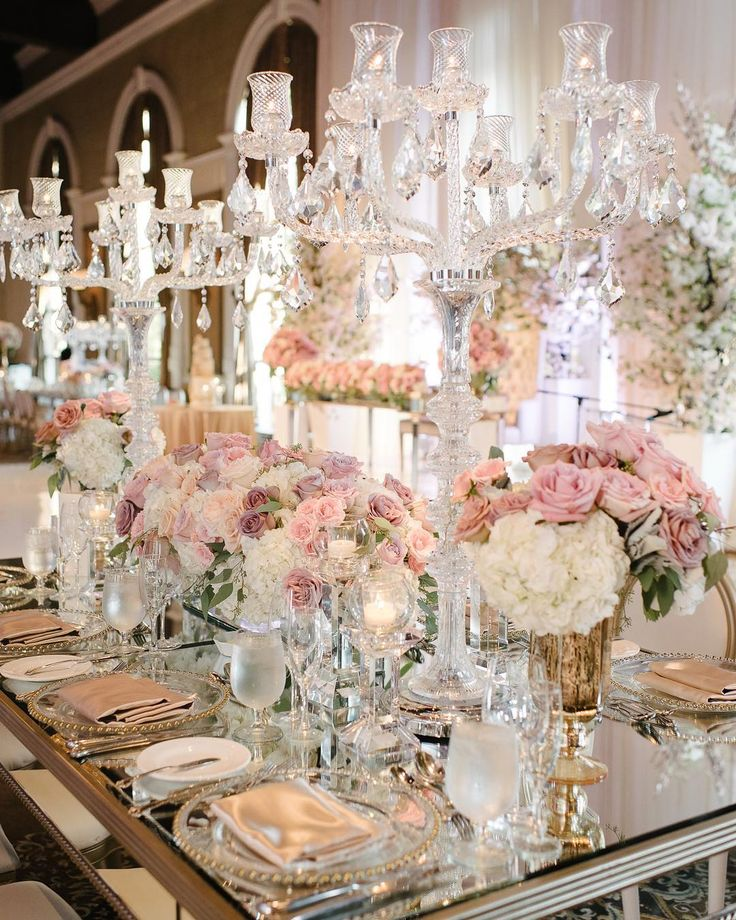 """1,434 Me gusta, 19 comentarios - WedLuxe Media (@wedluxe) en Instagram: """"This crystal-covered, floral-filled tablescape is major #weddinggoals! See more on WedLuxe.com (:…"""""""