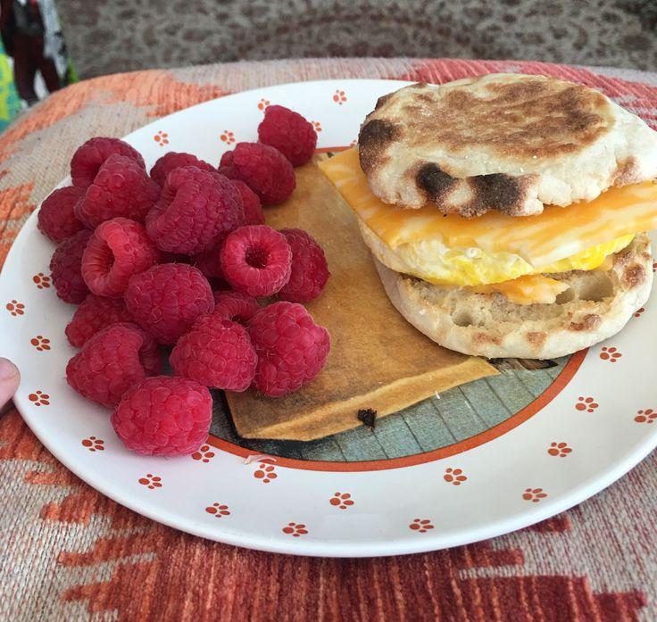 370 cal breakfast of homemade egg mcmuffin and fresh raspberries : 1200isplenty