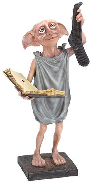 Estatua Dobby 25 cm. Harry Potter. Noble Collection Preciosa y conseguida estatua del elfo doméstico conocido como Dobby de 25 cm de altura, fabricada en poliresina de alta calidad y pintada y acabada a mano. Es un artículo 100% oficial y licenciado por la prestigiosa compañía fabricante Noble Collection que no puede faltar en tu colección de Harry Potter.