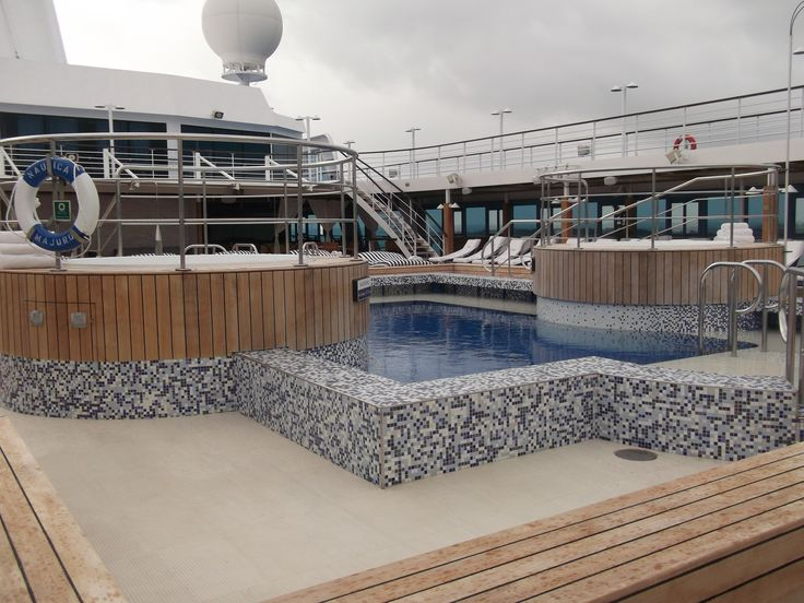 Oceania Cruises - Nautica, Pool deck