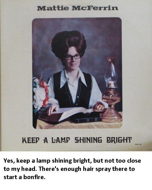 Keep a Lamp Shining Bright. Me pregunto qué oculta en el tocado...,¿la lámpara de repuesto?