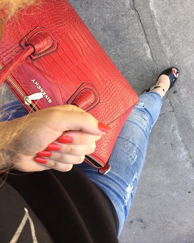 Love red ❤️😁#RealMadrid  #HalaMadrid #hastaelfinal #hastalamuerte #vamosreal #merengues #galácticos #blancos #españa #madridismo #madridista #followme #sigueme #nails #goldenrosenailpolish #goldenrose #nailpolish #naturalbeauty #nail Natural Beauty from BEAUT.E
