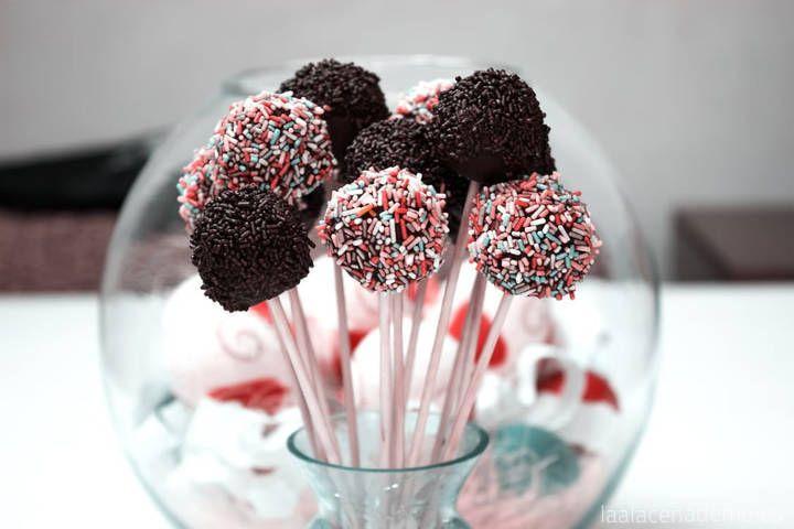 Receta de Cake Pops de chocolate con Thermomix: Aprovecha cuando los peques de la casa están de vacaciones para chupachús o bizcochos con palo