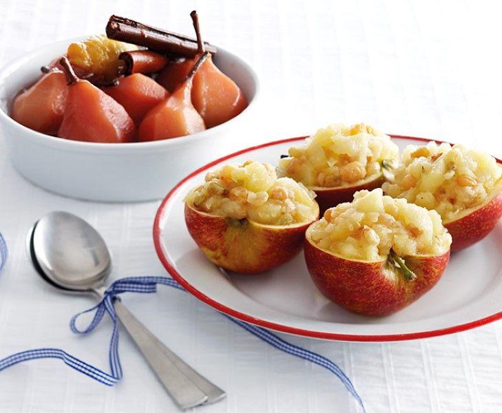 Gevulde appels met zelfgemaakte appelcompote met rozijnen. Actie: appels