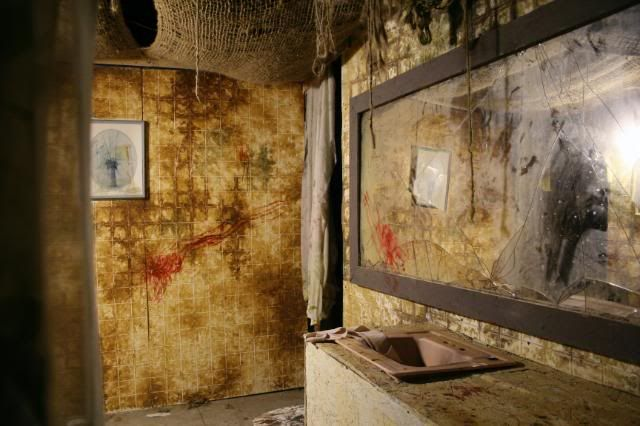 17 best images about haunted house on pinterest the fear for Diy haunted house walls