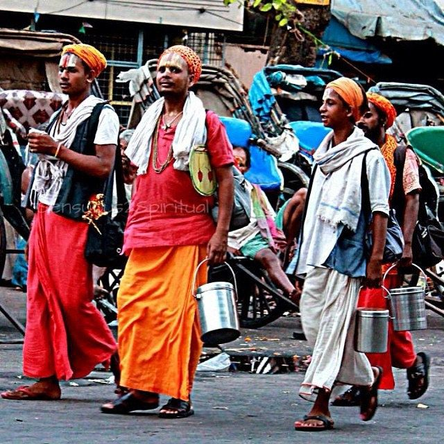 https://flic.kr/p/nwQmd4 | Calcutta Chronicles: Pilgrims of all sorts folk the #Kalighat temple. #incredibleindia #india_gram #incredible_india #kalighat #pilgrimage #kolkata #westbengal #tradition #travel #lifethroughmylens #canonclicks