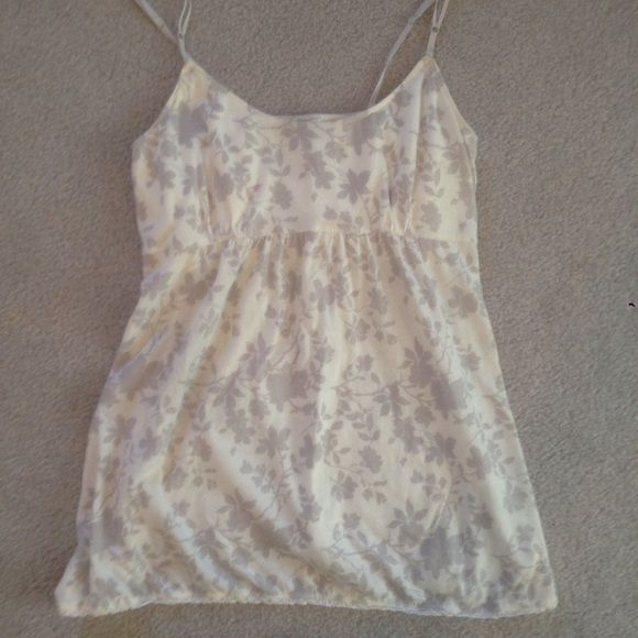 Aerie Summer Tank Cute top, worn no more than twice. Looks great in summer or under a jacket/sweater/blazer when it's cooler! aerie Tops Tank Tops