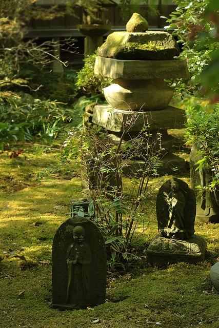 Kenchoji, Kamakura, Kanagawa Prefecture, Japan by hanabi., via Flickr. S)