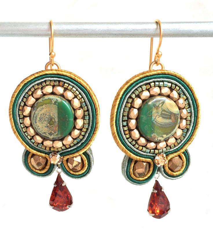 Soutache oorbellen  groene oorbellen  geborduurd sieraden