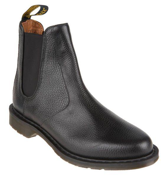 """""""These boots are made for walking.."""" - versprochen! Die Chelsea-Boots von Dr. Martens sind stabil und robust, aber gleichzeitig sehr angenehm zu tragen. Fazit: ein Must-Have für alle Herren!"""