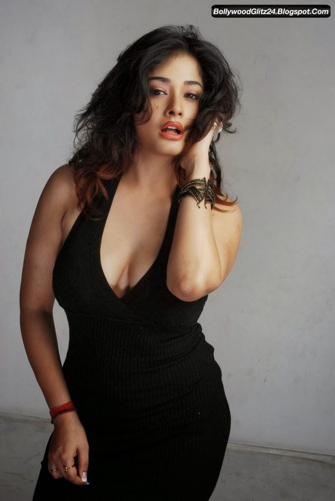 All Wallpapers Free Download: Latest Spicy Photoshoot of Kiran Rathod