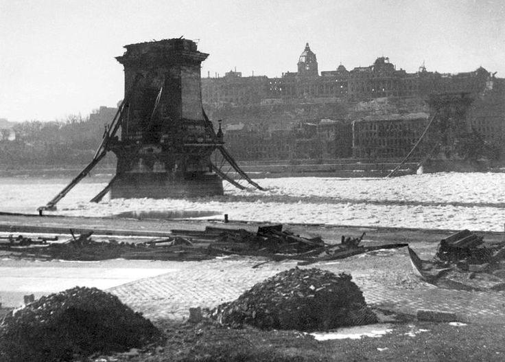 chain bridge during siege of budapest 1946
