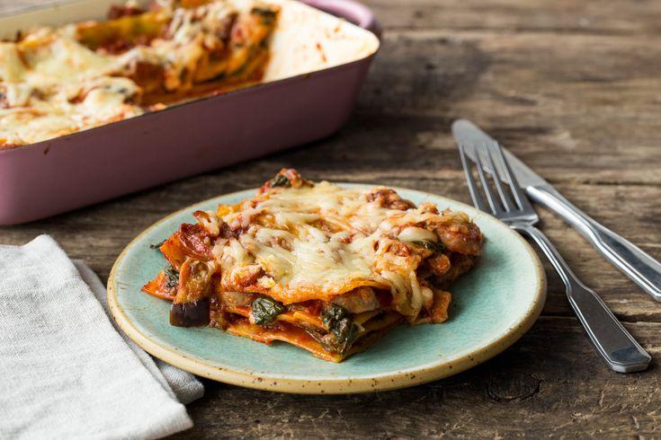 Lasagne met kruidige kipworst Een smaakvolle worst met zachte aubergine en spinazie Recept | HelloFresh