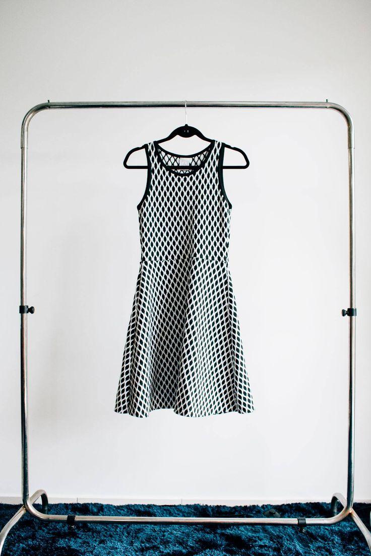 Com estampas geométricas é um vestido tbm coringa. Ele tem um corte mais solto…