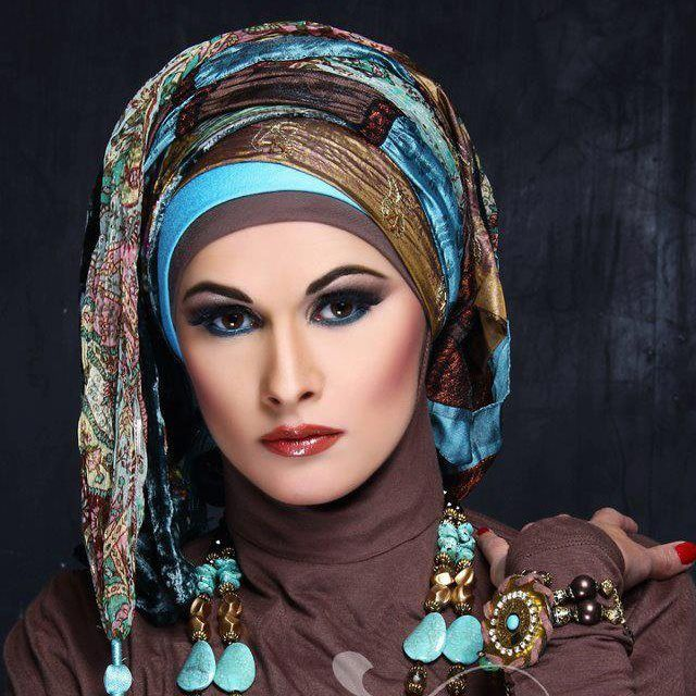 Love this turban look, with a modern fresh twist.  Brown and Turquoise looks particularly wonderful!