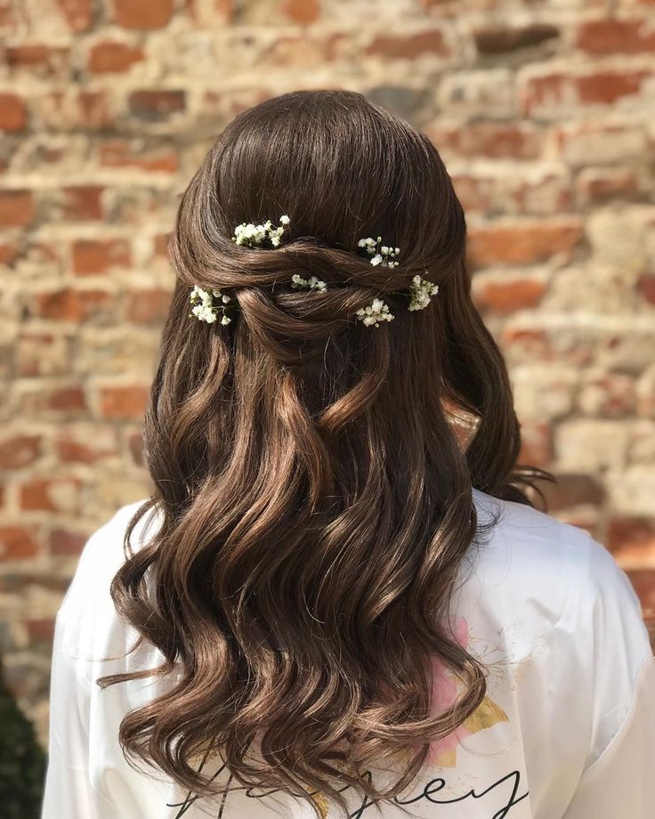 Full look of my stunning bride Hayley who went for half up with a touch of detail with some gentle gypsophila 🌸🌼🌺 make up my incredible frien...