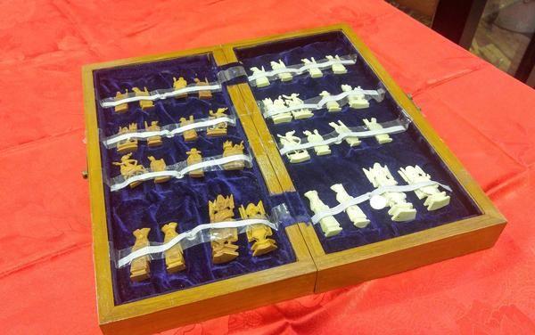 GA1134   -   Beechword ebony ivory inlaid chess box with Chinese ivory pieces c1920