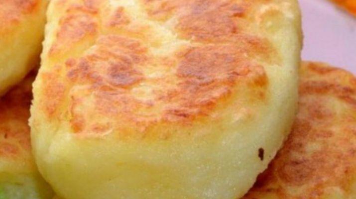 Для интересной подачи картофеля можно сделать такие простые аппетитные картофельные котлеты!  Ингредиенты:  картофель—1 килограмм сливочное масло—150 грамм соль—по вкусу растительное масло—70 грамм  Приготовление:  1. Картофель очистить от кожуры, сварить в 1,5 л воды в течение 30 минут до готовности, воду слить, посолить, размять в пюре добавить масло, размешать. 2. Из остывшего …