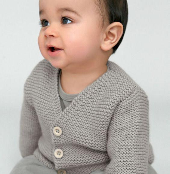 Point mousse, point de riz & compagnie...Gilet pour bébé de 0 à 18 mois tricoté en ' laine partner 3.5 ', de couleur BRUME. Il s'associera parfaitement avec la brassière (Modèle 10 du catalogue 92), pour un duo chou, chic et chaud !Modèle tricot n°11 du catalogue 92 : Spécial qualité partner