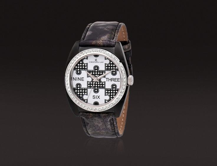Reloj con caja de ACERO chapado especial I. P. negro.