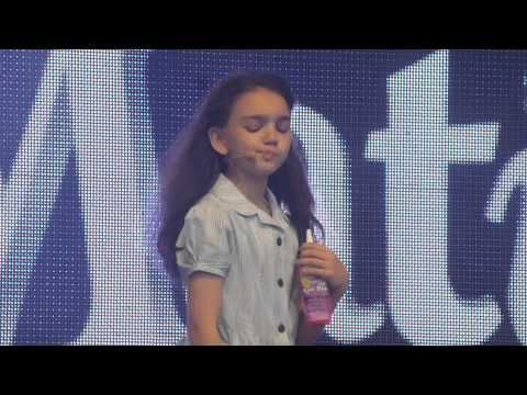 Oh my goodness, this little girl is so cute as Matilda. Good stage presence too. How is she only 9? // Elise Blake (Matilda) @ West End Live 2013 - Naughty