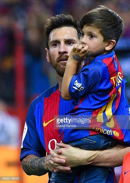 Lionel Messi of FC Barcelona holds his son Thiago Messi as he celebrates after winning the Copa Del Rey Final between FC Barcelona and Deportivo Alaves at Vicente Calderon stadium on May 27, 2017 in...