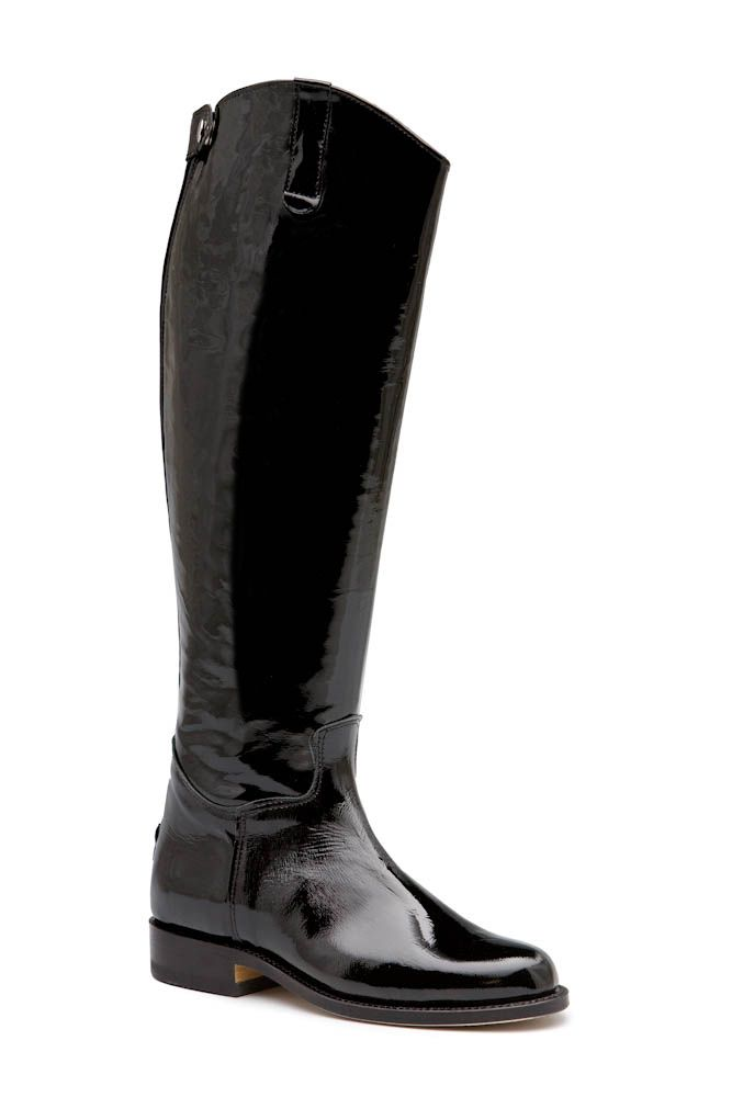 De klassieke Escala Alta Negro Laca laars is uitgevoerd in zwart lakleer. De achterzijde van de schacht is voorzien van een rits wat de instap vergemakkelijkt. #Bootsandwoods