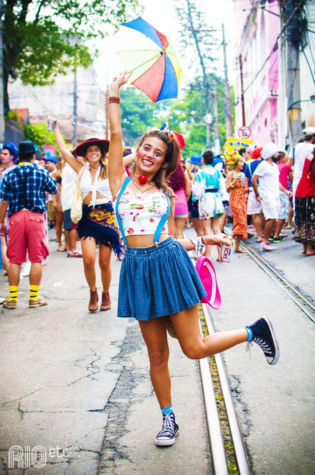 Fotos: Juliana Rocha A Julia Oristanio é atriz, mas, durante o carnaval, tava de palhaçada no Céu na Terra: ficou (...)
