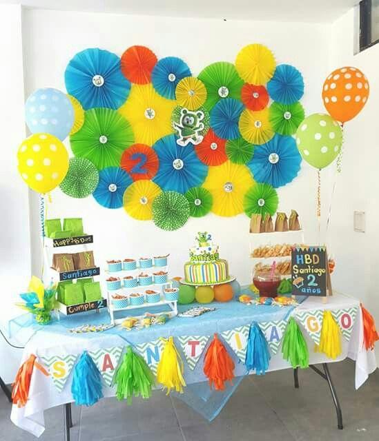 Mesa de pastel osito gominola pared abanicos