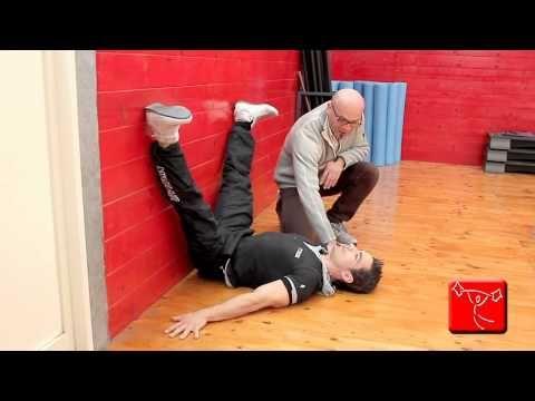 Come sviluppare i muscoli della schiena: Esercizi da fare in casa senza andare in palestra - YouTube