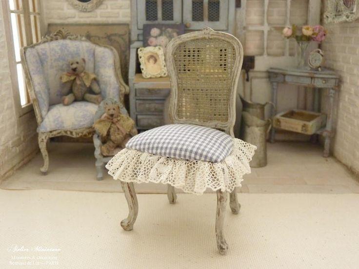 Chaise Louis XV, Miniature en bois, Vichy gris, Dentelle ancienne, Imitation cannage, Mobilier de collection, Maison de poupée, Échelle 1/12 by AtelierMiniature on Etsy