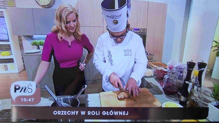 """Pani Monika Zamachowska w sukience VITO VERGELIS podczas nagrania programu """"Pytanie na śniadanie""""."""