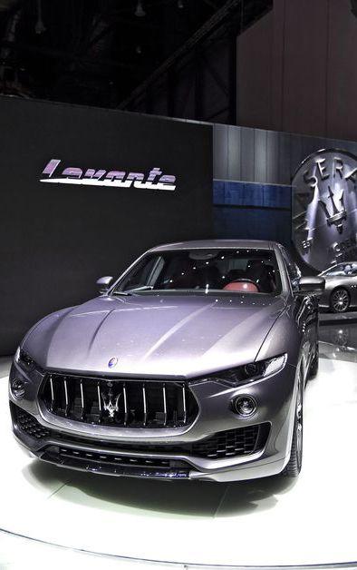 Un SUV chez Maserati, ce temple du raffinement automobile à l'italienne, voilà qui a dû faire tiquer quelques passionnés. Pourtant, le tout nouveau Levante, présenté au Salon de l'automobile de Genève, n'a rien de honteux, bien au contraire. Alors que Porsche a fait fructifier sa gamme de Cayenne en Macan, récoltant les profits, le constructeur italien s'était tenu à l'écart de la mode.