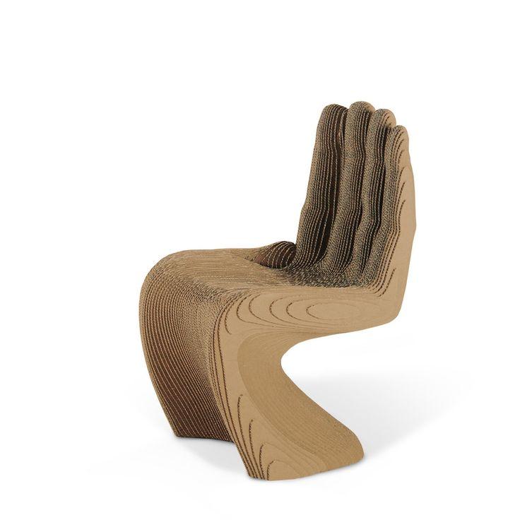 La sedia in cartone Mano è realizzata in strati di cartone ondulato assemblati a mano. Ecologica, sostenibile, riciclabile. Robusta ed al tempo stesso molto originale.