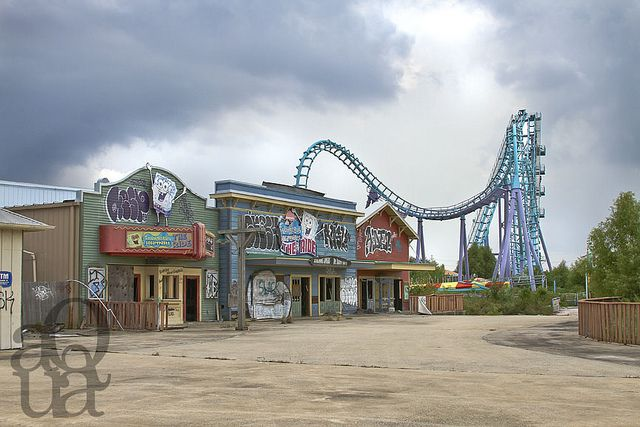 Six Flags, New Orleans...abandoned theme park.  How is all this just left to rot?! What a waste!!